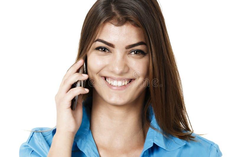 Retrato del teléfono sonriente de la mujer de negocios que habla, aislado en wh imágenes de archivo libres de regalías