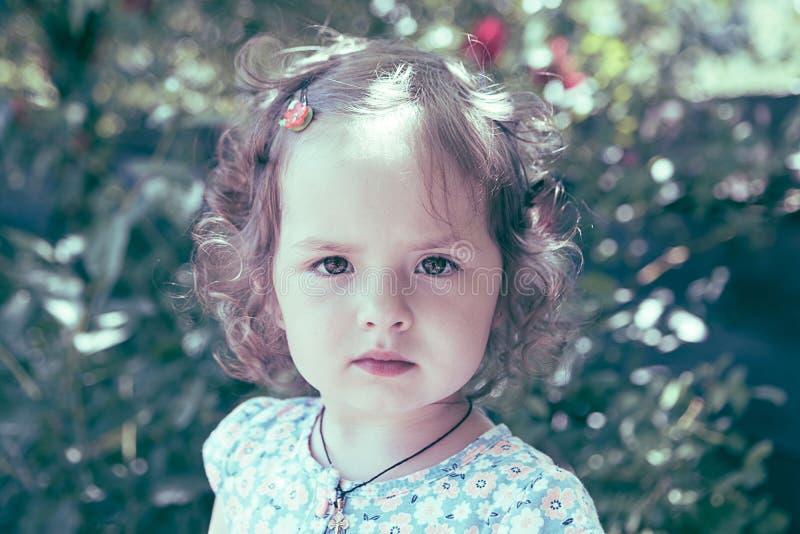 Retrato del verano de la niña imágenes de archivo libres de regalías