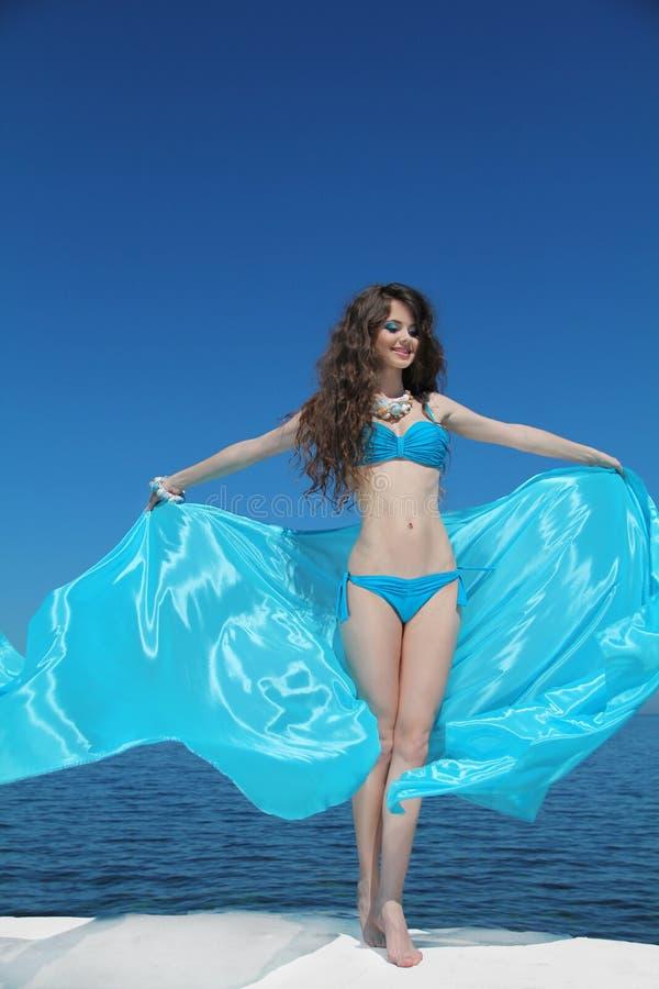 Retrato del verano Modelo feliz de la muchacha disfrute Moda atractiva imagenes de archivo