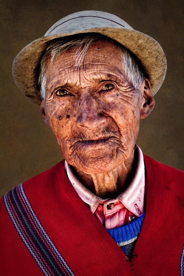 Retrato del viejo hombre indígena de Guaranda imagen de archivo
