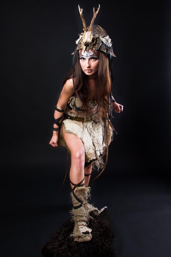 Retrato del vikingo femenino fotos de archivo