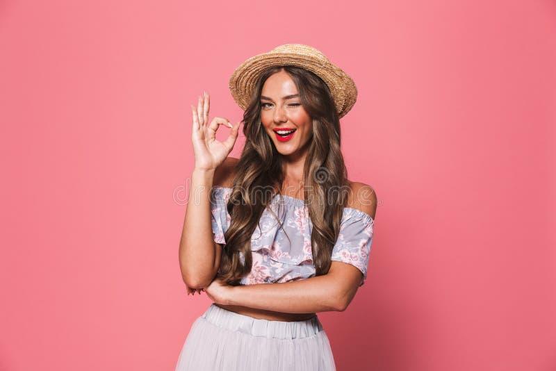 Retrato del winki europeo hermoso del sombrero de paja de la mujer que lleva 20s imagen de archivo libre de regalías