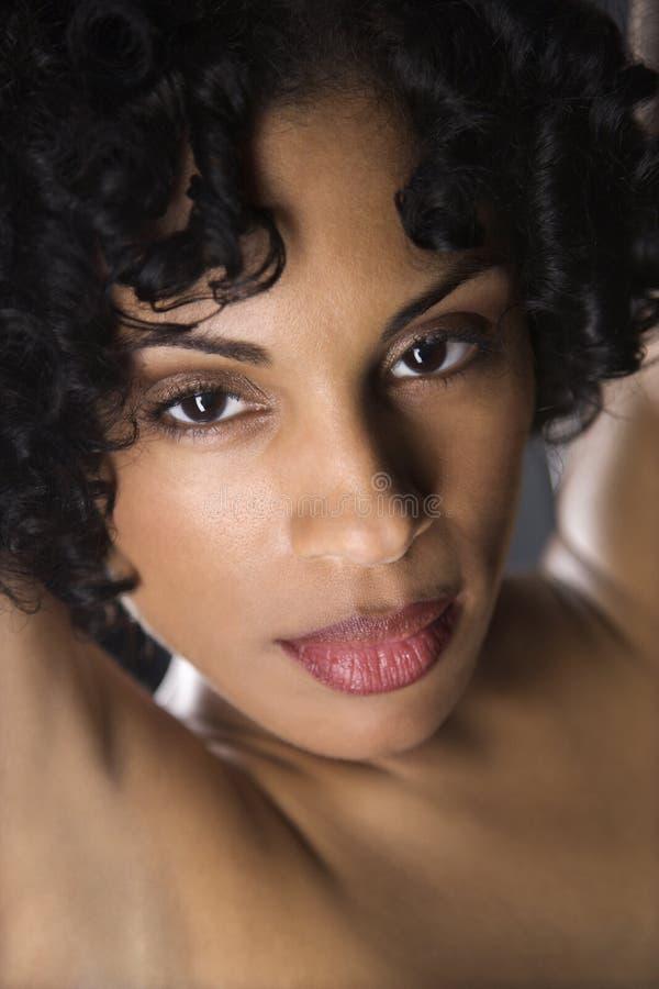 Retrato desnudo de la mujer. fotografía de archivo