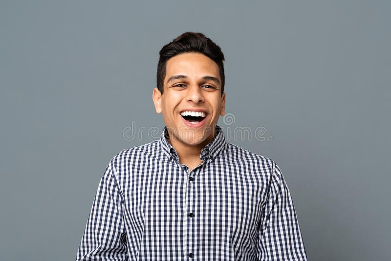 Retrato do árabe positivo Guy Laughing Over Gray Background fotos de stock