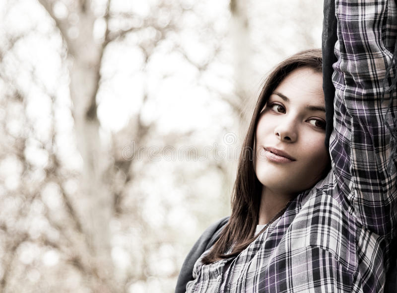 Retrato do adolescente bonito no parque da mola fotos de stock royalty free