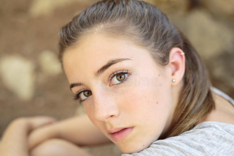 Retrato do adolescente com luz natural foto de stock royalty free