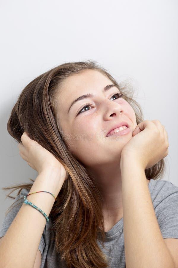 Retrato do adolescente que toca no cabelo foto de stock