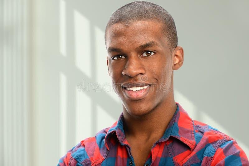 Retrato do americano africano novo foto de stock