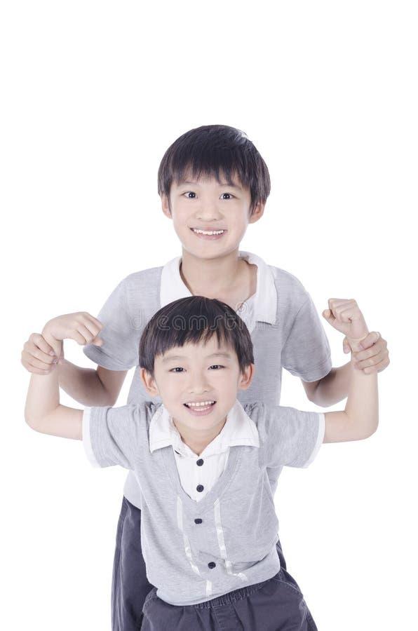 Retrato do aperto asiático dos irmãos foto de stock