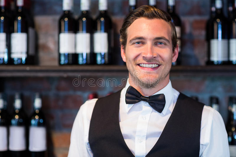 Retrato do barman feliz imagem de stock