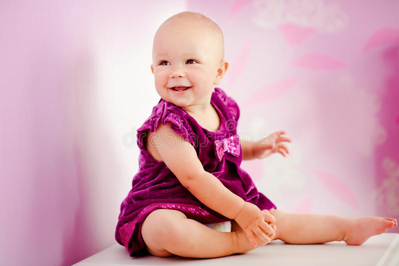 Retrato do bebê adorável feliz fotos de stock royalty free