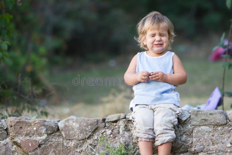Retrato do bebê novo que faz as caras imagens de stock royalty free
