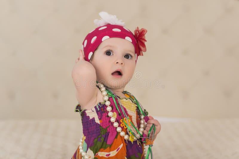 Retrato do bebê querido saber adorável, interno fotografia de stock royalty free