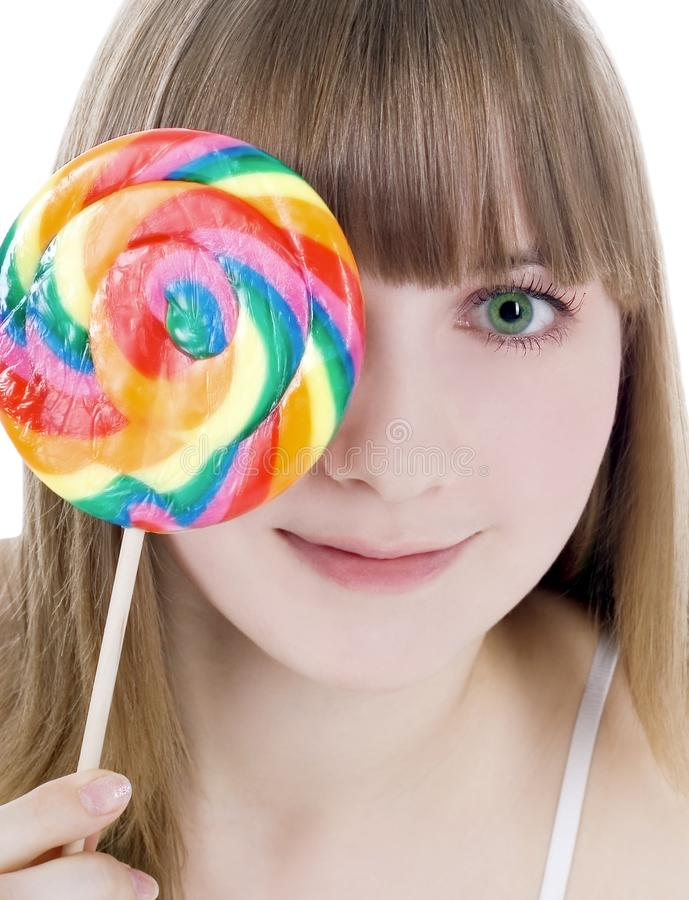 Retrato do blonde feliz com lollipop da cor foto de stock royalty free