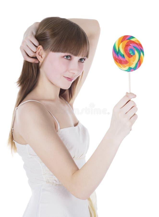 Retrato do blonde feliz com lollipop da cor fotografia de stock royalty free