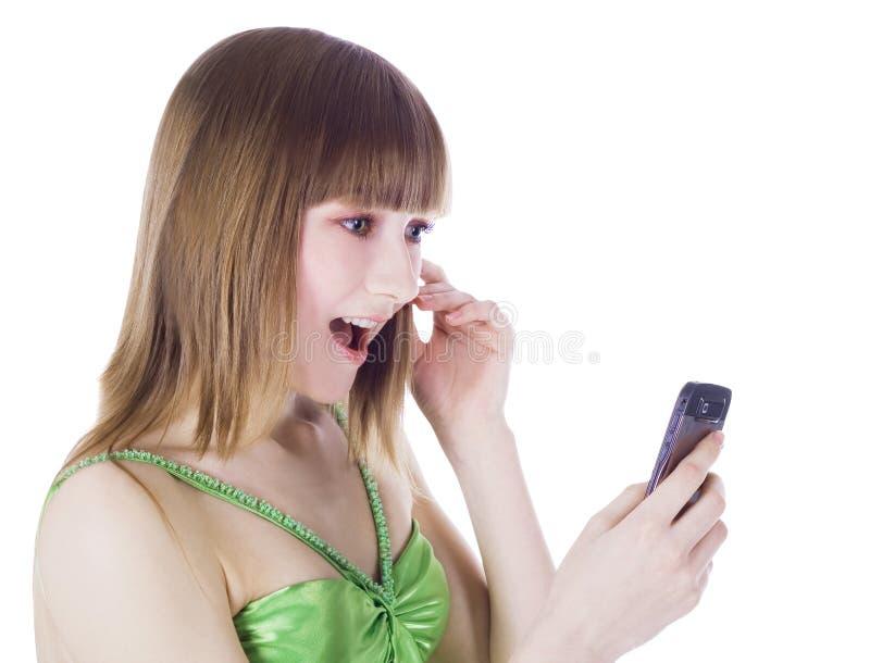 Retrato do blonde feliz com telefone de pilha fotografia de stock