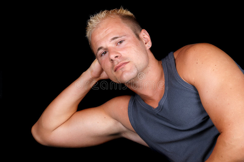 Retrato do bodybuilder muscular fotografia de stock royalty free