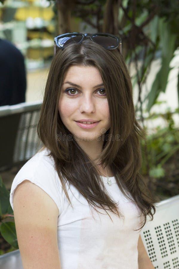 Retrato do brunette novo foto de stock