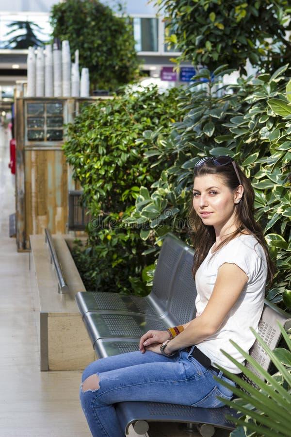 Retrato do brunette novo imagens de stock royalty free