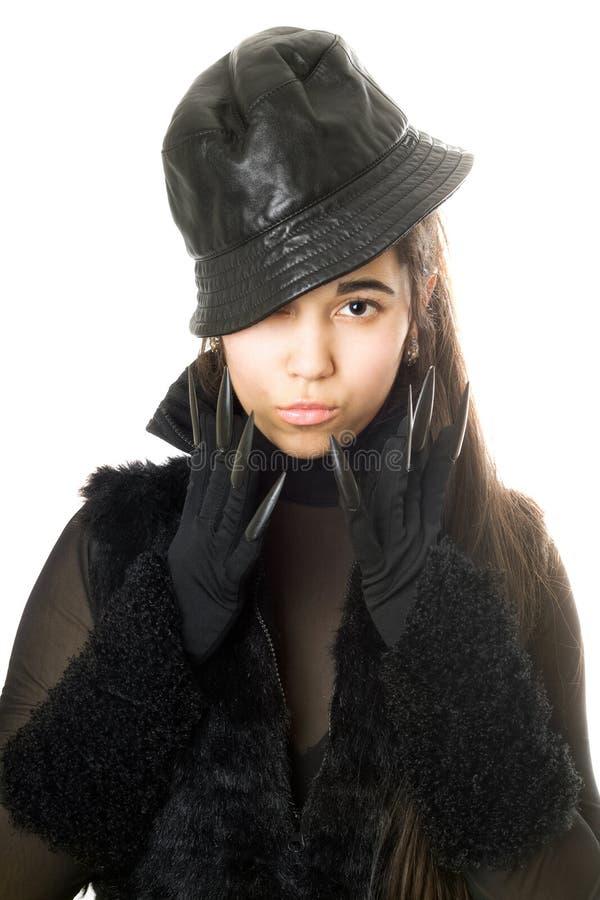 Retrato do brunette novo atrativo nas luvas com garras imagem de stock