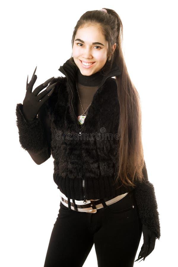 Retrato do brunette novo de sorriso nas luvas foto de stock