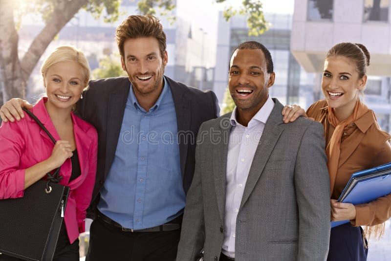 Retrato do businessteam feliz fora fotos de stock