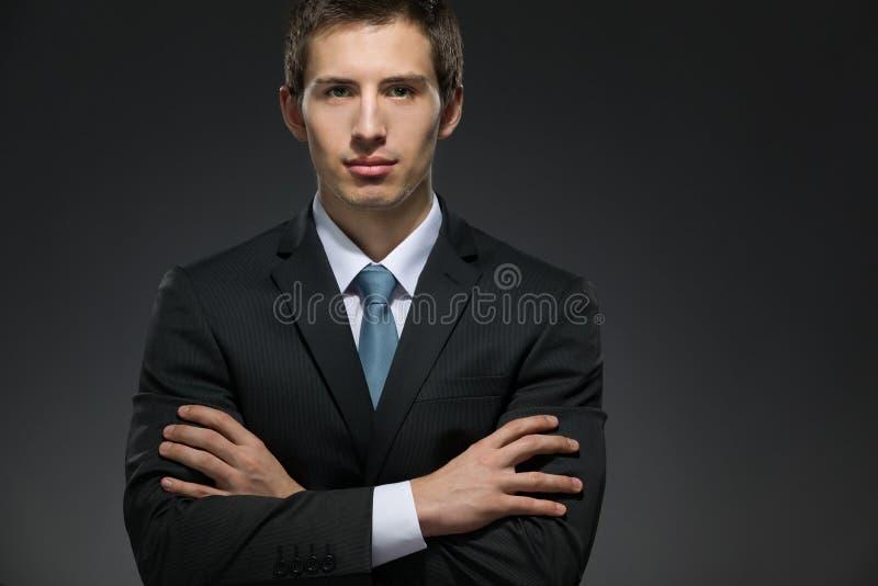 Retrato Do Busto Do Homem De Negócios Com Os Braços Cruzados Imagem de Stock
