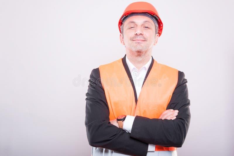Retrato do capacete de segurança e da veste vestindo do contramestre imagens de stock