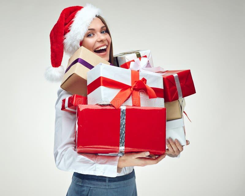 Retrato do chapéu vestindo de Santa do Natal da mulher de negócios que guarda o bi fotografia de stock royalty free