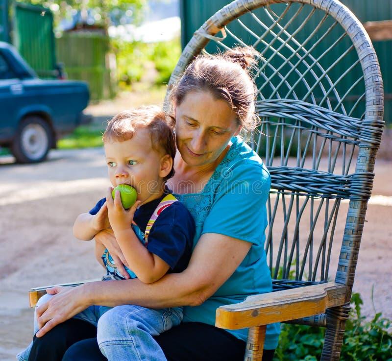 Retrato do Close-up da avó e do neto foto de stock royalty free
