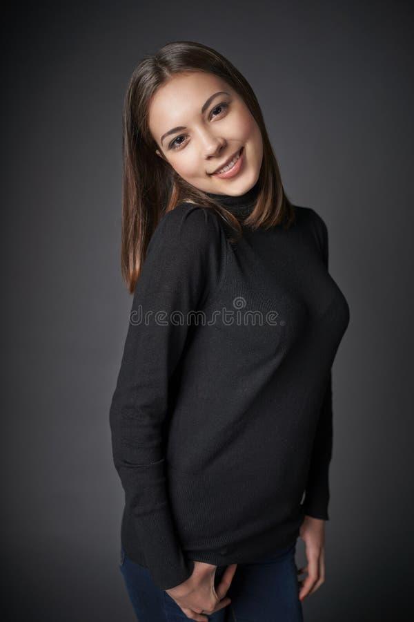 Retrato do close up da fêmea adolescente de sorriso fotografia de stock royalty free