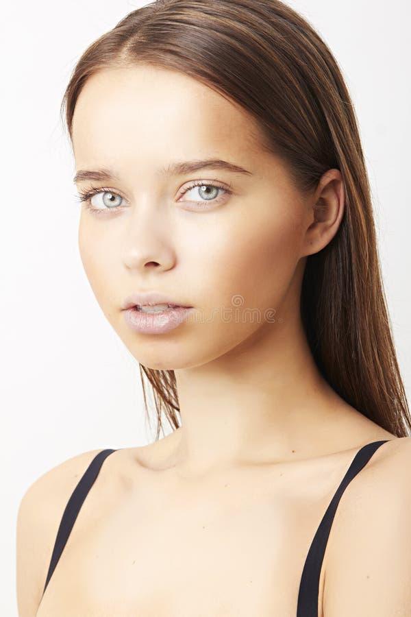 Retrato do close-up da jovem mulher caucasiano 'sexy' com b bonito fotos de stock royalty free