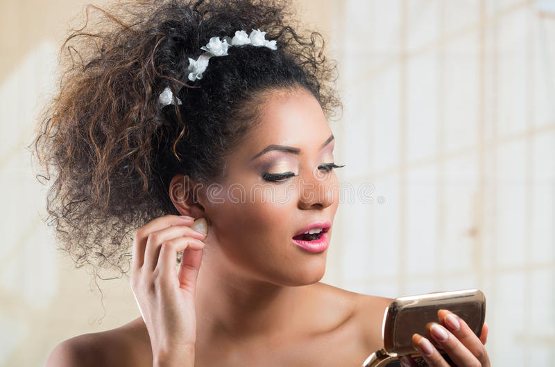 Retrato do close up da jovem mulher latino-americano bonita imagens de stock