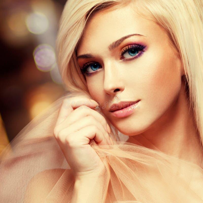 Retrato do close-up da jovem mulher sensual fotos de stock