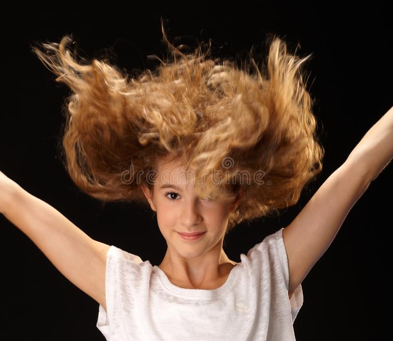 Retrato do close up da menina de salto feliz fotos de stock royalty free