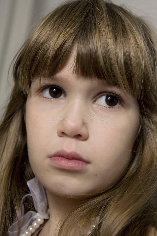 Retrato do close up da menina triste nova fotografia de stock