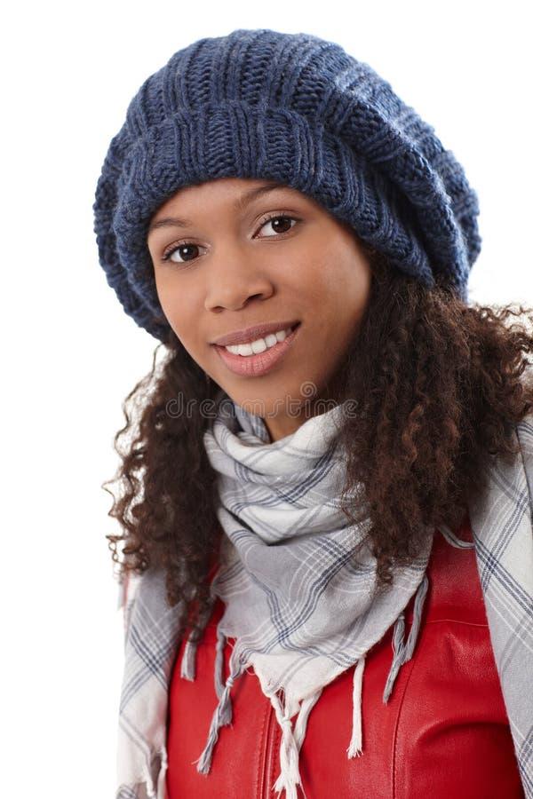 Retrato do close up da mulher étnica no tampão fotos de stock royalty free