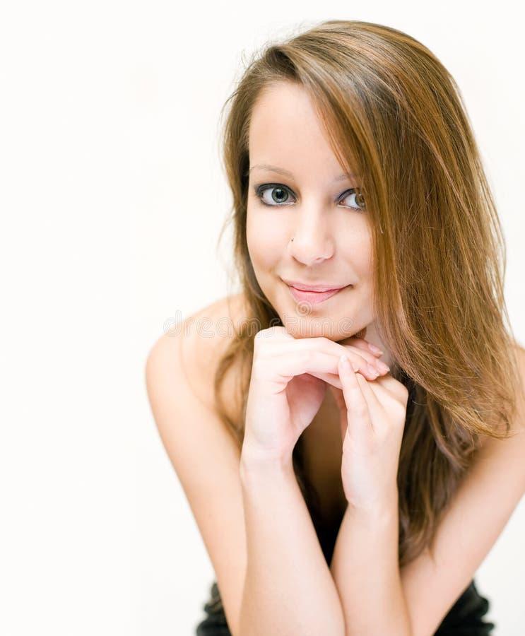 Retrato do close up da mulher bonita amigável. imagens de stock