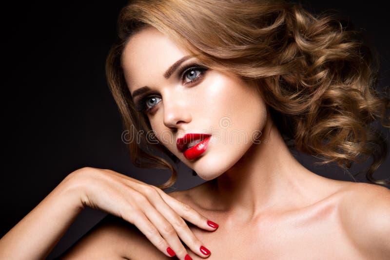 Retrato do close-up da mulher bonita com brilhante imagem de stock