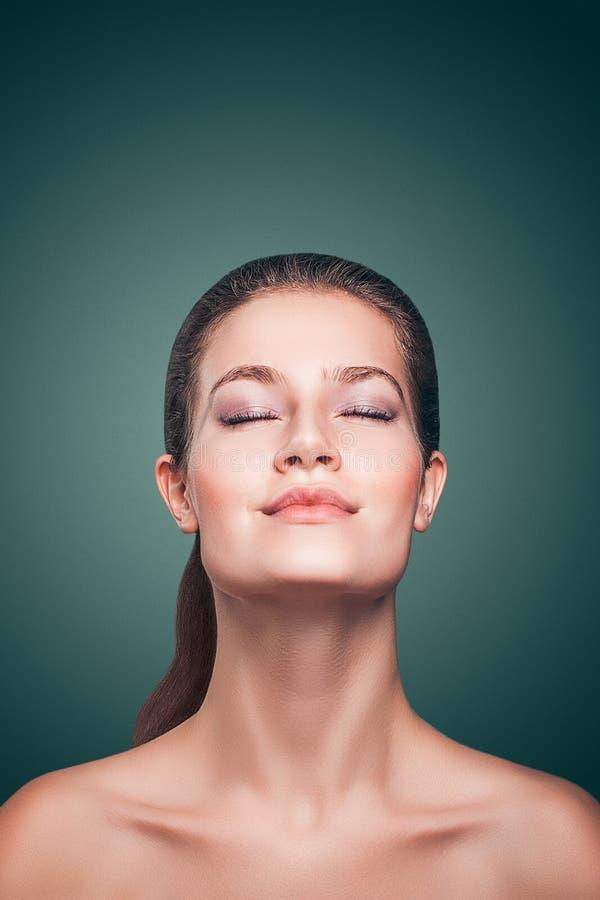 Retrato do close-up da mulher modelo bonita nova atrativa fotos de stock