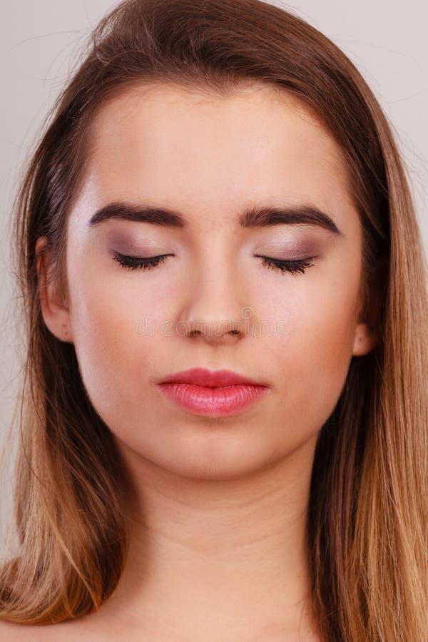 Retrato do close up da mulher nova do adolescente fotos de stock royalty free