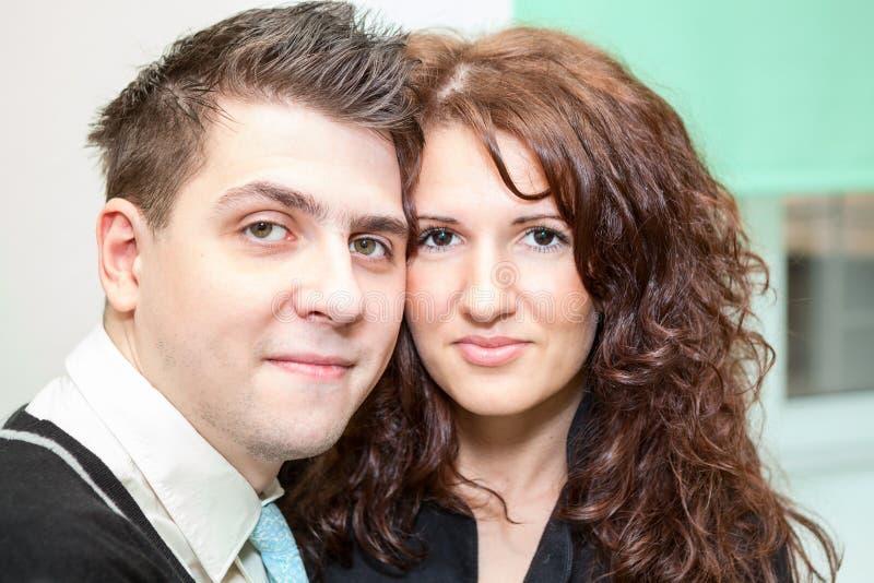 Retrato do close up de pares felizes bonitos foto de stock royalty free