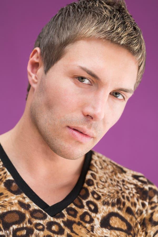 Retrato do close up de um homem bonito fotografia de stock royalty free