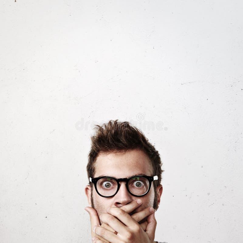 Retrato do close-up de um homem chocado fotos de stock