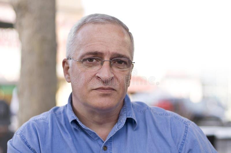 Retrato do Close-up de um homem sênior triste fotografia de stock