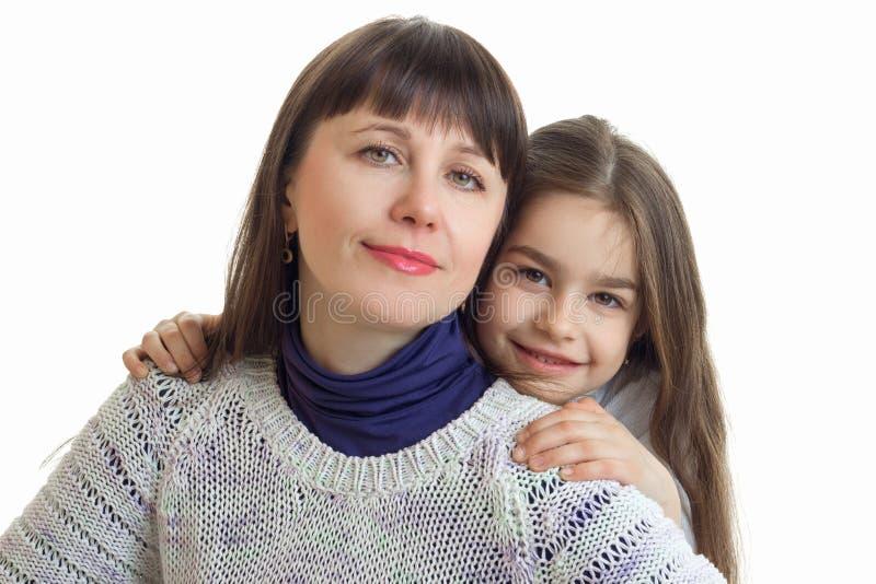 Retrato do close-up de uma jovem mulher e de uma menina bonitas fotos de stock royalty free