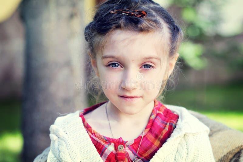 Retrato do Close-up de uma menina bonita foto de stock royalty free