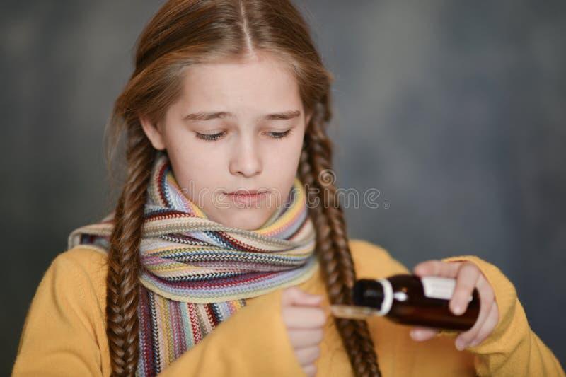 Retrato do Close-up de uma menina bonito imagens de stock