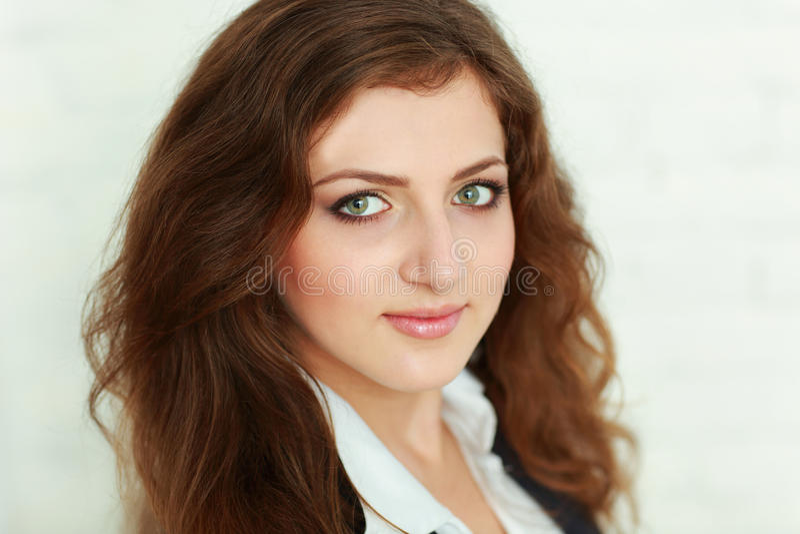 Retrato do close up de uma mulher de negócios segura bonita fotos de stock