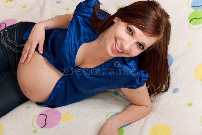 Retrato do close up de uma senhora grávida imagem de stock royalty free